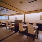 京懐石 美濃吉 - テーブル個室