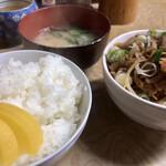 多津田食堂 - 取り放題の沢庵つまんでセットオン!
