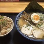 山田庵 - 料理写真:肉中華そば(鶏)と豚めし