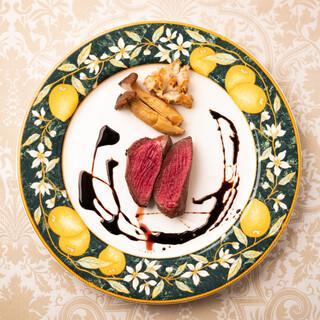 季節ごとの珍しい肉料理-絶妙な火入れと塩加減