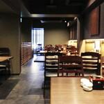 とんかつ 檍 札幌 - 2階テーブル席33席個室あり