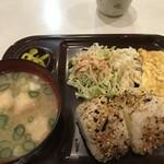 ホワイト宇治川 - お昼は「おにぎり定食」として530円のメニューになります(2020.1.28)