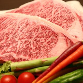 各地から取り揃えた厳選素材で仕上げる肉割烹料理