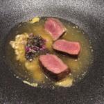 Varies - 兵庫の鹿 おこげ 鹿で取ったコンソメ清湯(スープ)キャビア サフランのソース 穂ジソ