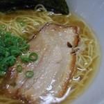 三代目麺処まるは極 - 透き通ったスープにあぶられたチャーシュー