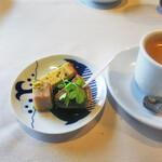 ボン・ヴィラージュ・オゼ - お茶菓子 & エスプレッソ