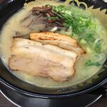 博多豚骨 暁商店 - 料理写真:博多とんこつ