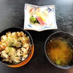 124399711 - 牡蠣御飯、漬物、お味噌汁