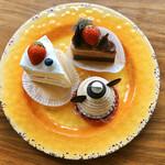 ふらんす菓子 コミネヤ - 料理写真:1皿目。お取置きしてもらった3個はお店のスタンダードを知るにふさわしいラインナップ