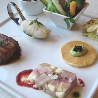 【女性限定】前菜7品+メインは3品から1品+デザート4種盛りの女子会コース