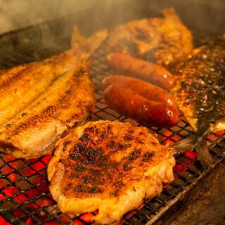 こだわりの干物は、気軽に味わえる魚串でもご提供しております。