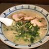 Minamiya - 料理写真:みなみ屋とんこつらーめん 大盛り