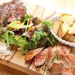 飯田橋スペインバル ALBA - 牛肉とイベリコ豚の盛り合わせ