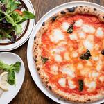 ピザ アキラッチ - 料理写真:人気No.1!ダブルチーズマルゲリータ