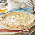 ピザ アキラッチ - 4種チーズ!クアトロ・フォルマッジ