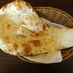 インド料理 プルニマ - プルニマスペシャルセットのナン(ランチセット)