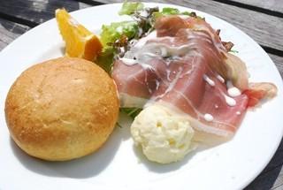 アランチャ - 前菜とパン