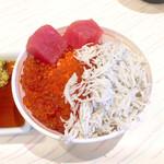Hoterusambareizunagaoka - イクラ釜揚げしらすマグロ丼