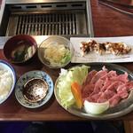 ながはま焼肉 - 料理写真:カルビ定食=880円 税別 単品ホルモン=680円 税別→右上