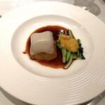 124465437 - 蘇東坡が愛した伝統料理『東坡肉』雪掛け餅とインカの目覚めを添えて