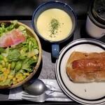 124469479 - RBセット(890円)(お好きなパン(320円以内-ジャーマンソーセージ)/サラダ/スープ/ドリンク)