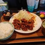花・花 - 料理写真:唐揚げ定食ともつ煮込み単品