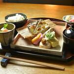 神楽坂 おいしんぼ - 三陸特産の金華鯖を焼き立てでランチに