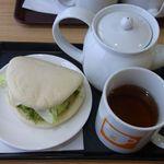 アジアンティー 一茶 - 陳年老茶[黒烏龍茶]&野菜サンド