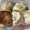 老蔡水煎包 - 料理写真:饅頭5個で80元≒280円