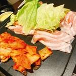 とん豚テジ - カンナ三段バラ