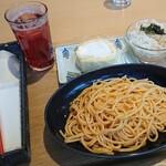 Cafeノンノ - 料理写真:たらこパスタ(やまぶどうソーダ) 560円、日替りケーキ 150円(全て税込)