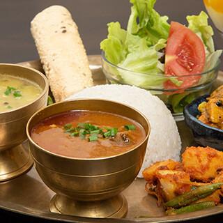ネパール料理の魅力が詰まった「ダルバトセット」がおすすめ!
