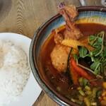 ポニピリカ - 皮がパリッとしたチキンと野菜のカレー