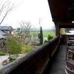 レストランITOSHIMA - テラス席もありました。天気がよい日はこちらでいただきたい季節になりました。