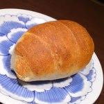 鎌倉パスタ  - バジルのパン