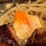 124494315 - 生に近い半熟卵は麺に絡めて濃厚汁につけて食べると濃厚かつマイルドさがアップ!