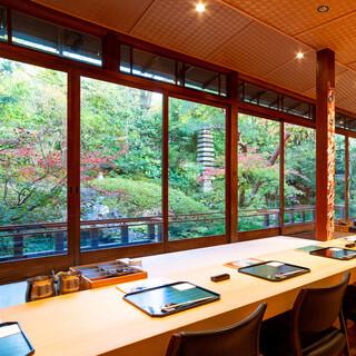 名工による庭園はまさに眼福。日本の風情あふれる清らかな空間