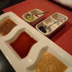 鉄板焼 AC 広尾 - お肉料理のソースと塩