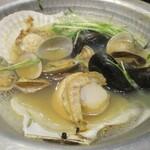 本格握り寿司と旨い酒 ふらり寿司 - 貝の風呂釜鍋が煮立ってきました。       2020.01.29