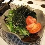 124505198 - 海ぶとうと海藻のグリーンサラダ