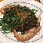 カサレッチョ - イカ墨と海老のパスタ