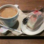 カフェ ソラーレ - コーヒー&苺のロールケーキ