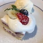 124524512 - ベリーのショートケーキとアイス