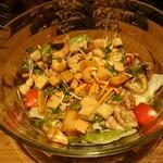 ベビーフェイスプラネッツ - あつあつペッパーチキンとキノコのサラダ
