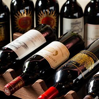 作り手の個性を感じるワインや、多彩なドリンクもございます