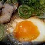 豚骨ラーメン さんじゅう丸 - 煮玉子up