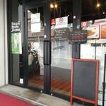 カフェ アサン - 後にこっちは出口専用になる。
