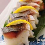 居酒屋 とうちゃんや - サバあぶり棒寿司
