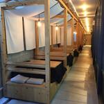 ハチマル蒲鉾 - テラス席がコタツでオシャレ
