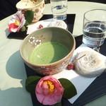 松屋 - 『松屋』さんで、お抹茶とともに梅ヶ枝餅をいただきました♪